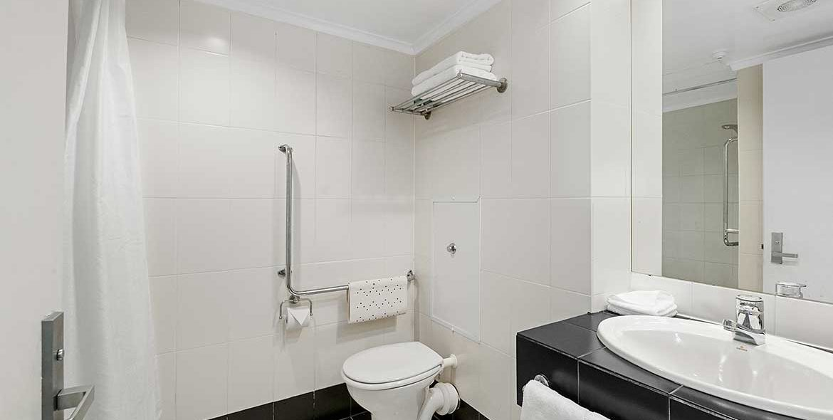 Hotel Studio Ensuite Bathroom
